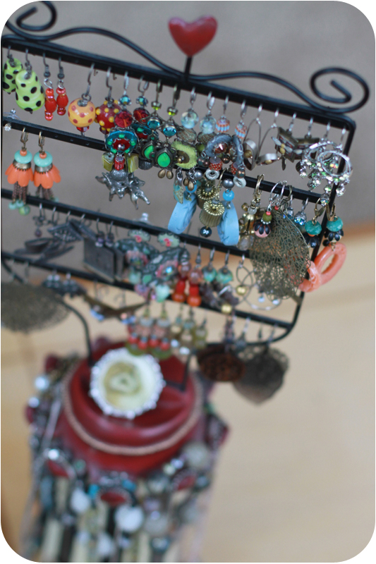 Clever jewelry holder