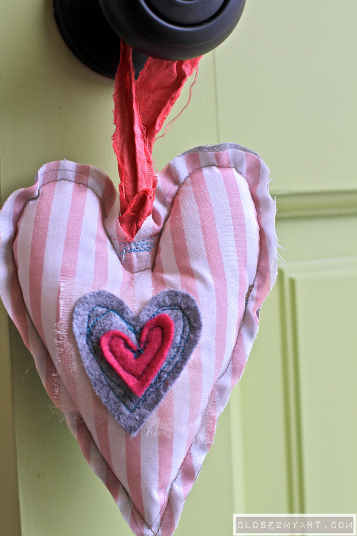 Crafting valentines stitch gift heart pillow