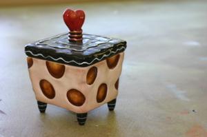 Brown_polka_box
